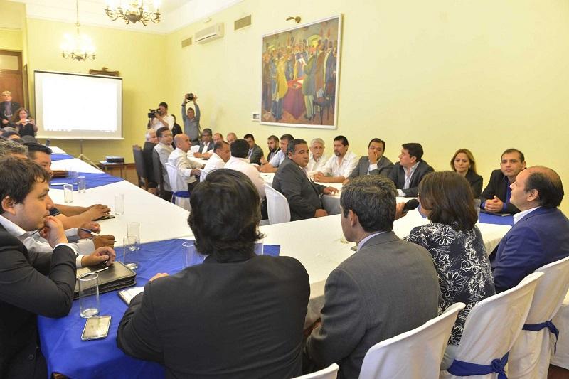 Lucía reunió a intendentes para explicar el alcance del Pacto Fiscal