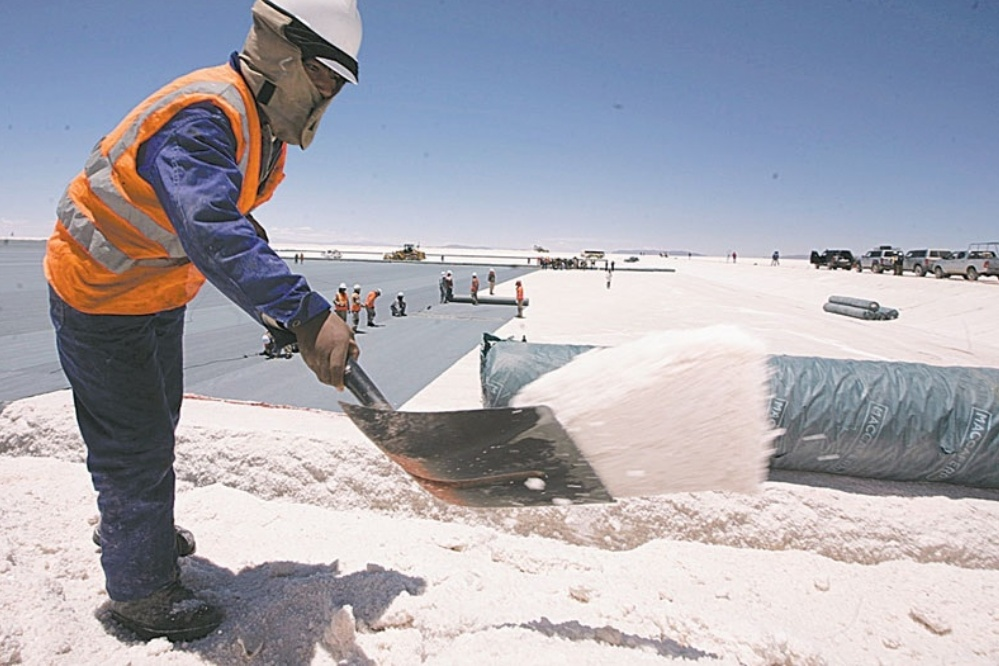 Economistas sugieren incentivar la exportación a través del litio