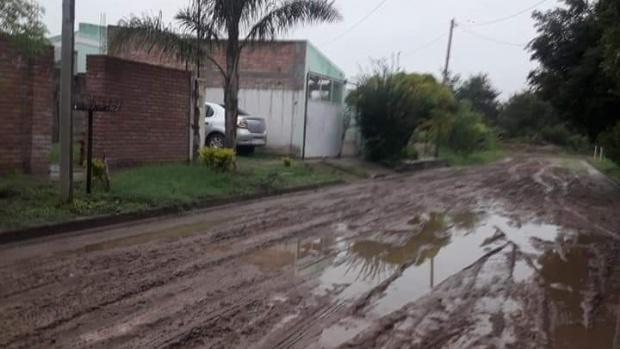 La lluvia dejó los caminos intransitables en Bañado de Ovanta