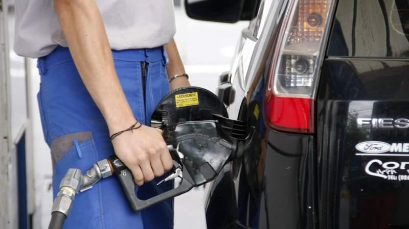 Por una medida del Gobierno, se mantiene el precio de las naftas