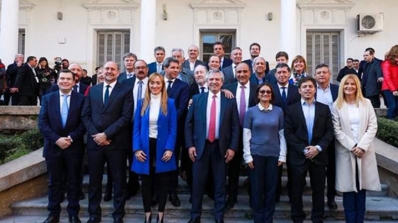 Alberto Fernández firmó un compromiso federal junto a 14 gobernadores