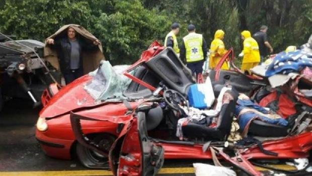 Brasil, murieron tres argentinos aplastados por un container