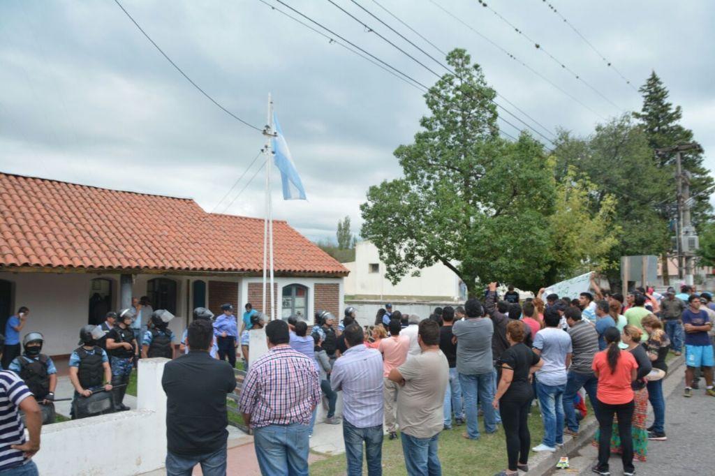 Vuelven al municipio de Ancasti, 36 trabajadores despedidos