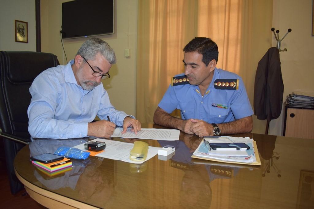 Educación firmó convenio para agilizar Certificados de Antecedentes Policiales para docentes