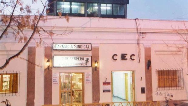 Entregan bolsones en el Centro de Empleados de Comercio