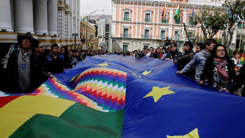 Banderazo en Bolivia pidiendo salida al mar