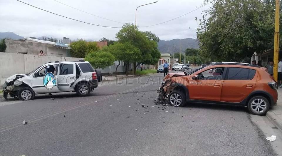 Una mujer y varios adolescentes resultaron heridos tras un choque