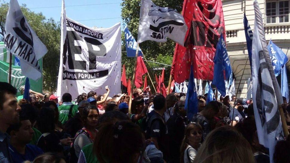Movimientos sociales unen fuerzas para insistir con sus reclamos