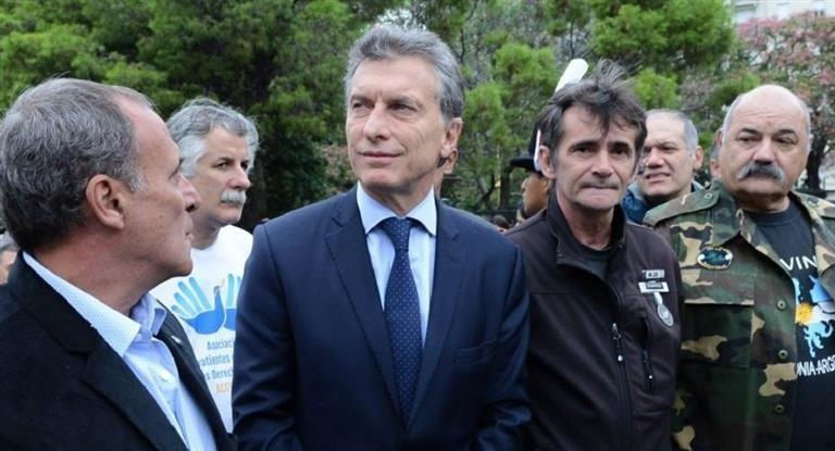 Macri recibe en la residencia de Olivos a familiares de caídos en Malvinas