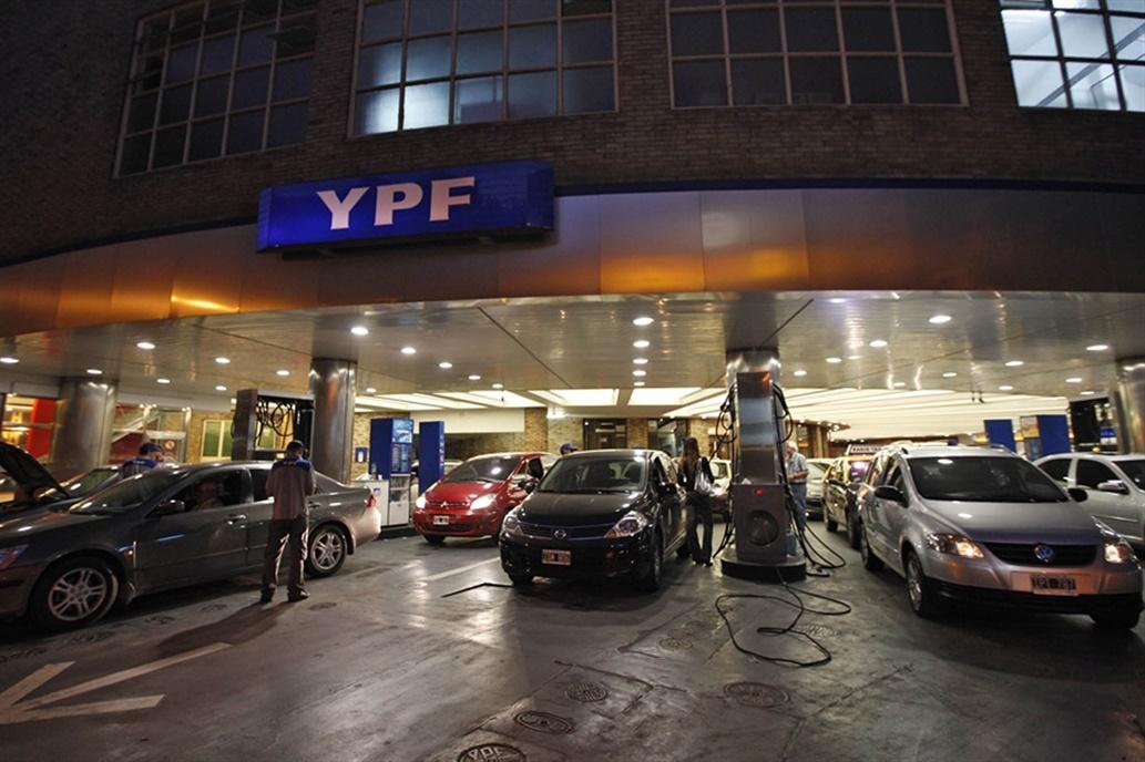 YPF se suma a Shell y Axion y aumenta las naftas un 3% en todo el país
