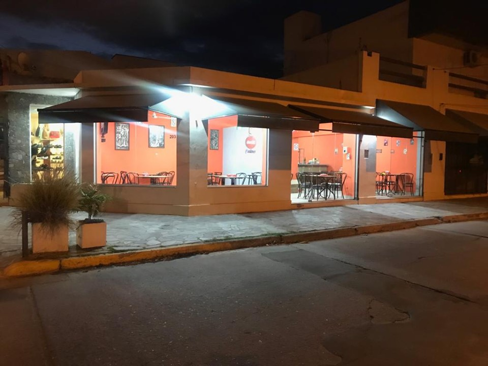 ASALTO EN UN LOCAL DE COMIDAS