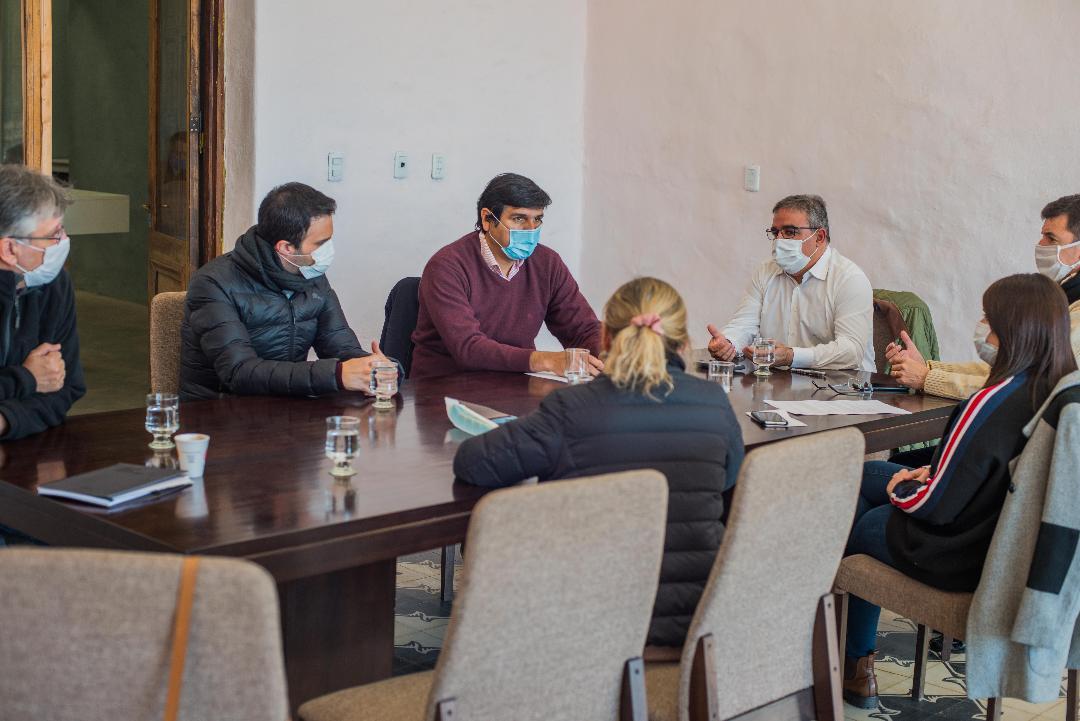 Raúl y el COE analizaron causas del brote de contagios