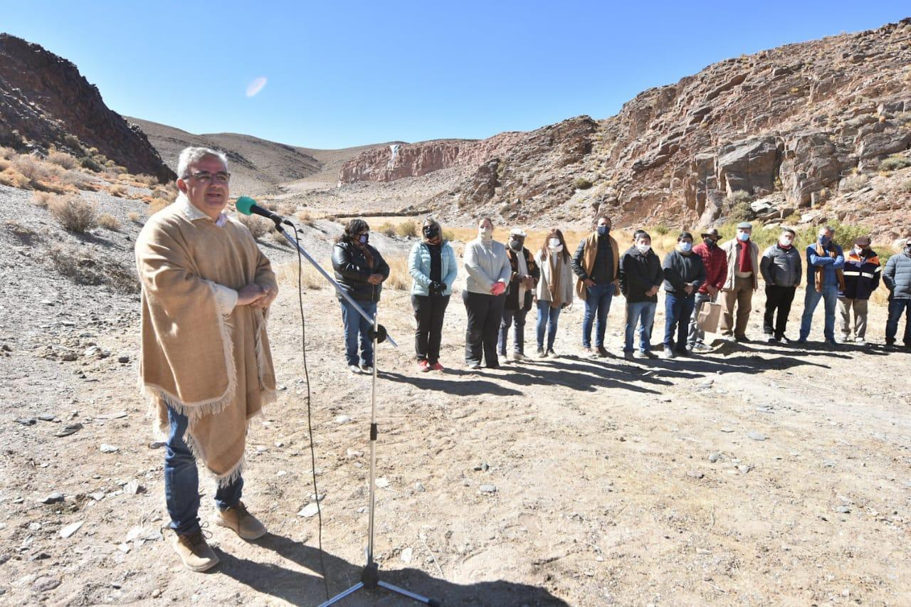 El equipo de Gobierno inauguró un reservorio de agua y lanzó la obra del dique Paicuqui