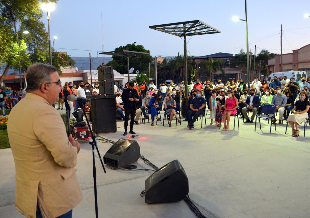 Raúl y Susana inauguraron la puesta en valor de la plaza de San Isidro