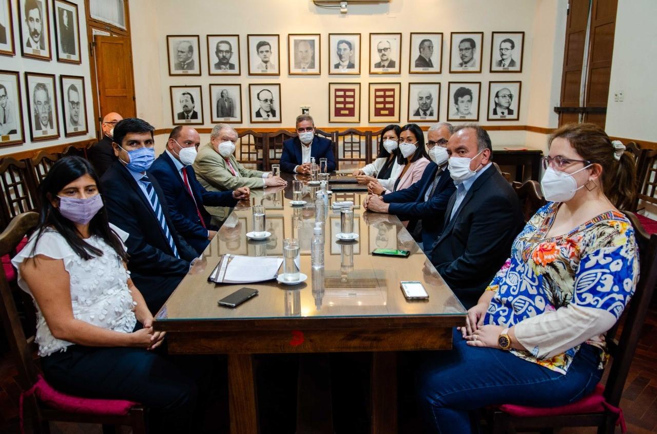 Raúl firmó convenios con el Poder Judicial para agilizar trámites y edificios para juzgados civiles