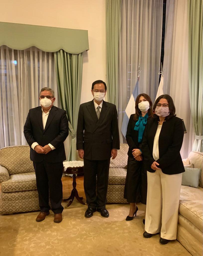 El Gobernador y legisladoras fueron recibidos por el embajador japonés