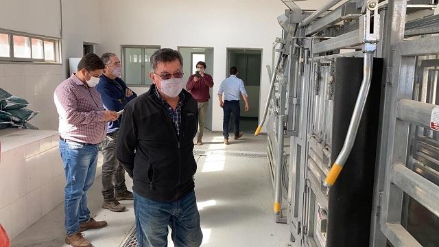 El ministro Sarquis recorrió las instalaciones del Frigorífico de Chumbicha