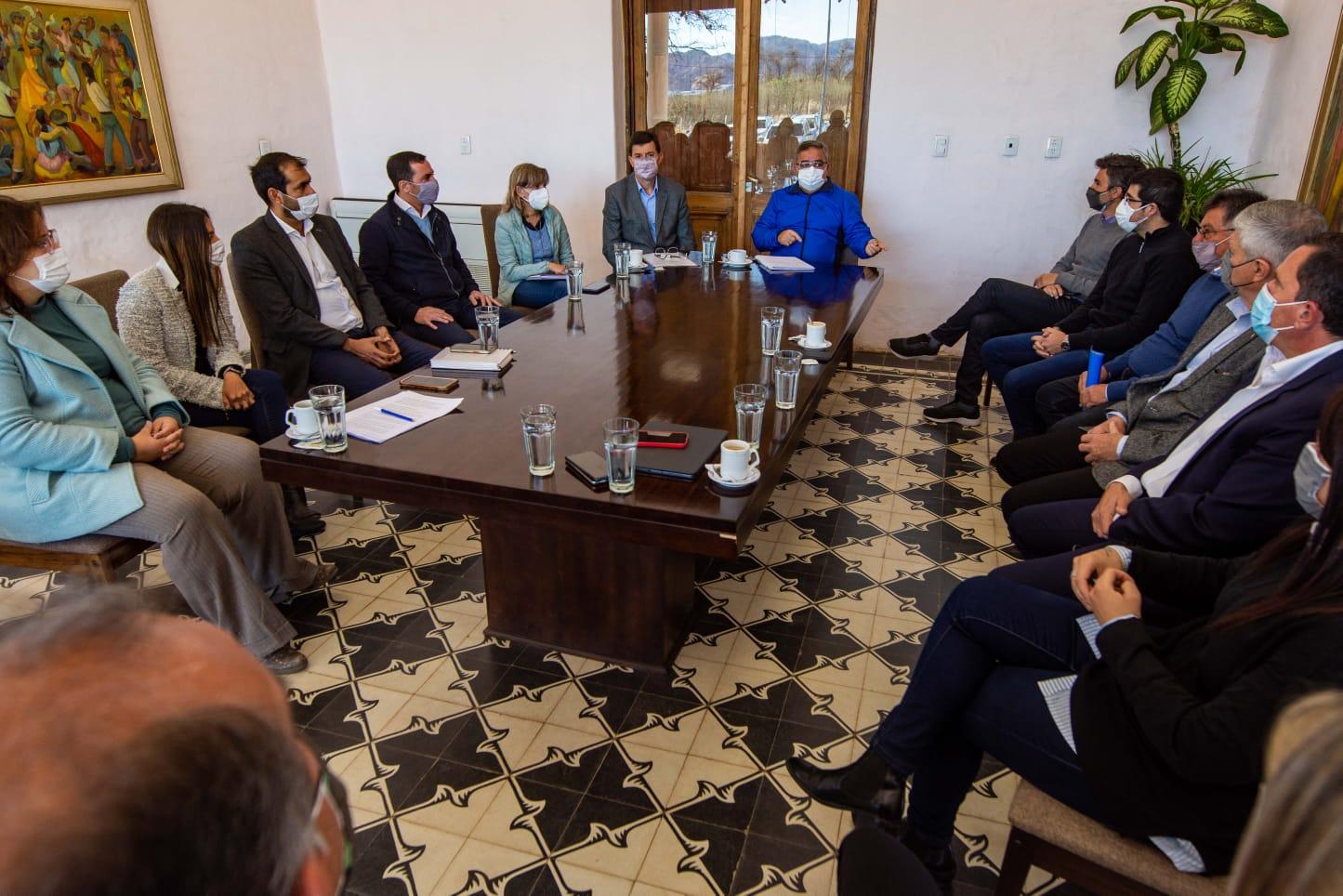 Raúl se reunió con el gabinete para diagramar el plan de inversión 2022