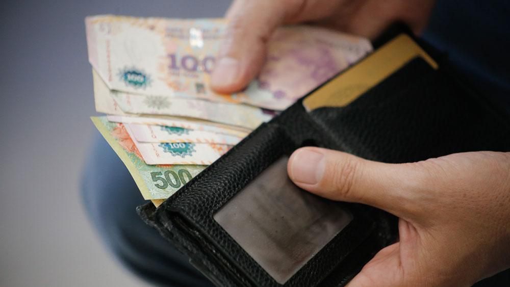Acordaron aumentar el salario mínimo a $ 33.000 para febrero