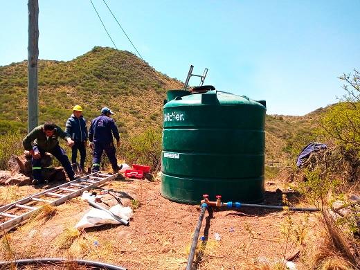 Trabajan en la provisión de agua para El Chorro